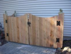 DOUBLE GATE SOLID BOARD SCALLOPED